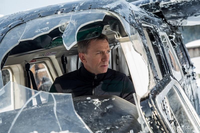 """《007:幽灵党》被撞碎的玻璃""""刚巧""""形成了主角的头像框"""
