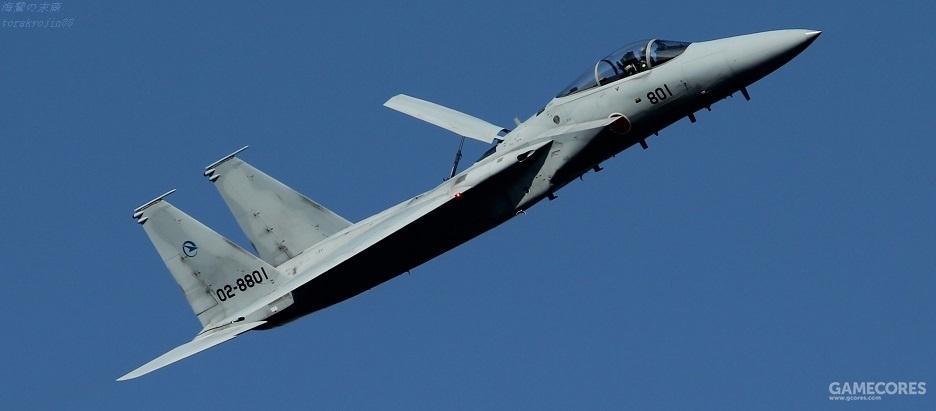 飞行开发实验团的F15J 注意垂尾标志