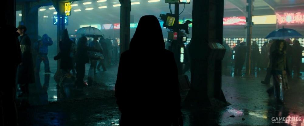 伞面也能荧光(左边行人)