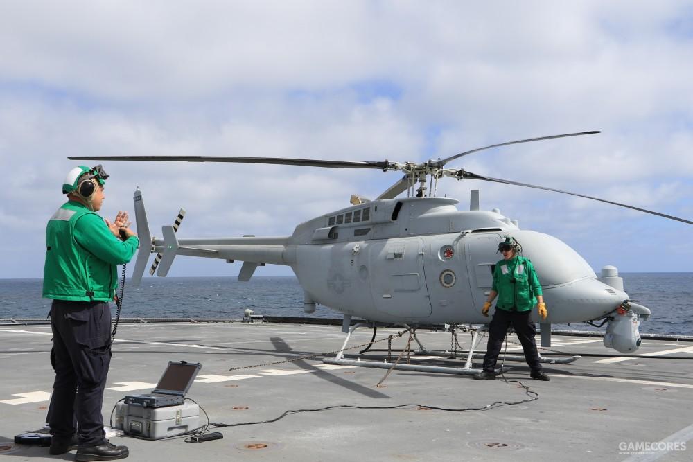 甲板上的MQ-8C,大小和游戏里的MQ-12很接近