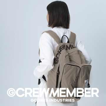 点赞+分享,分别抽送1个「机组成员双肩背包(卡其色)」,1个「机组成员斜挎包(卡其色)」