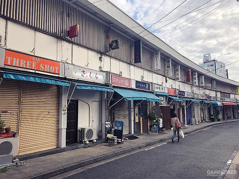 宫川桥后街道中满是各色居酒屋和个人店铺