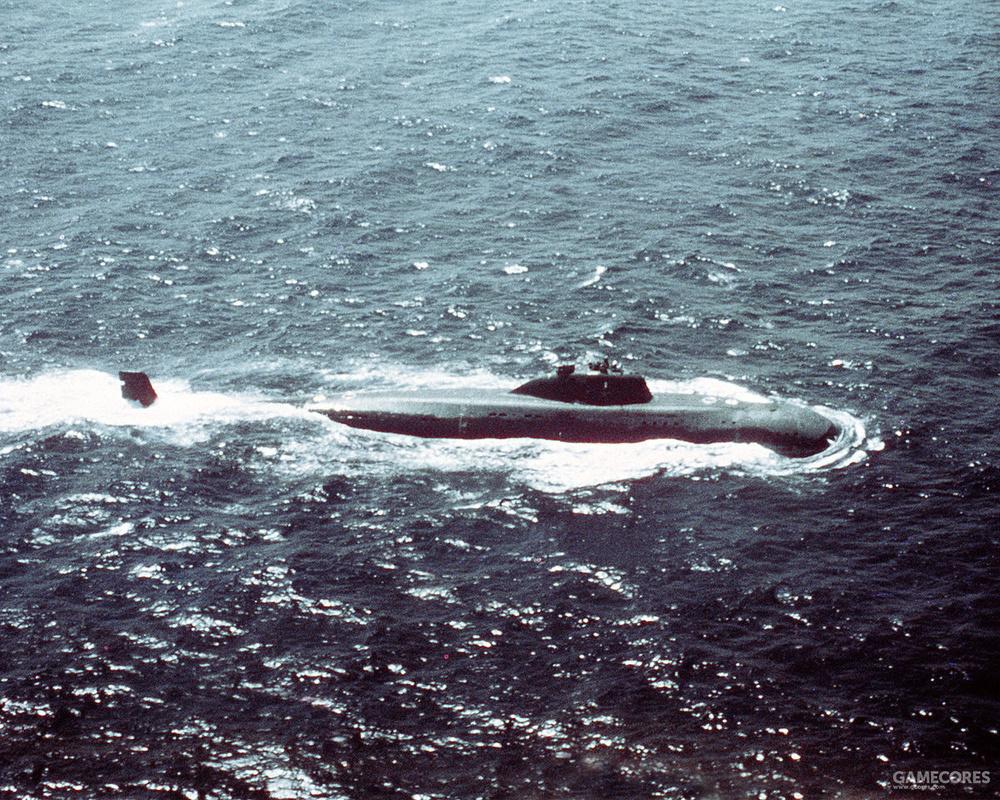 水面上的671级潜艇