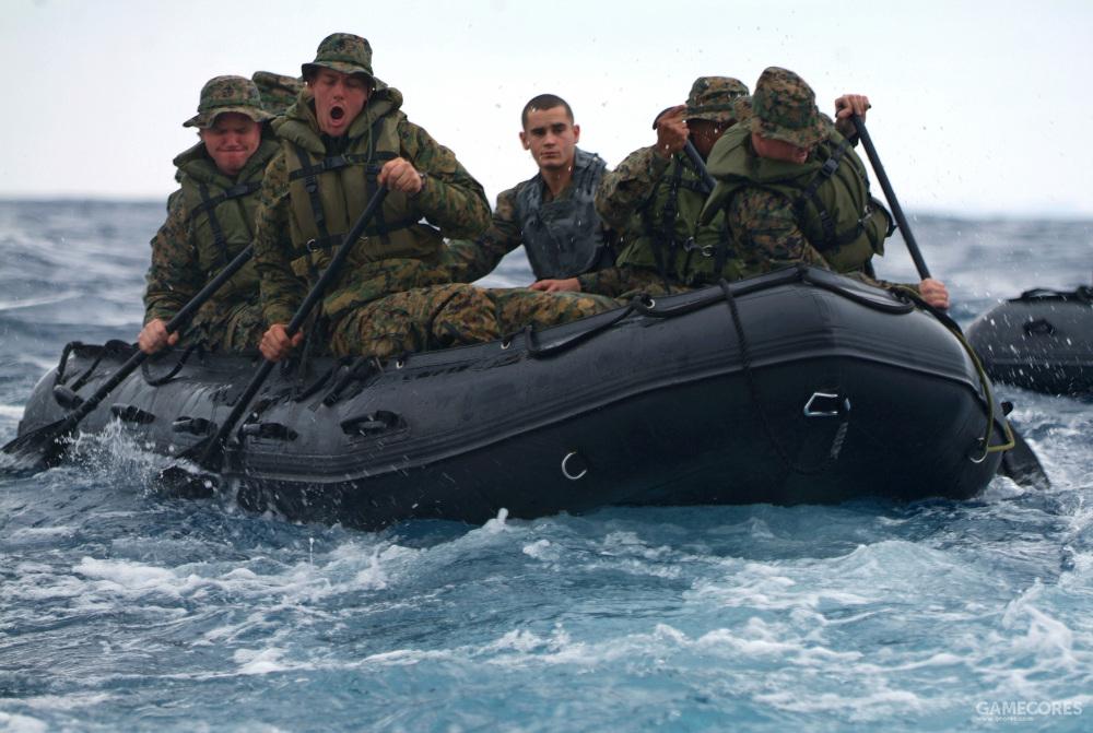 现实中驾驭F470冲锋舟的美国海军陆战队士兵