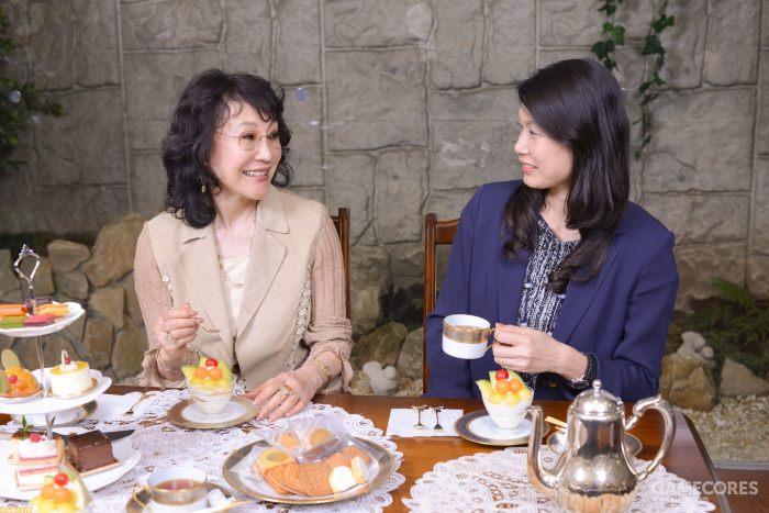 襟川惠子与长女襟川芽衣,襟川芽衣现为Ruby Party的领导人