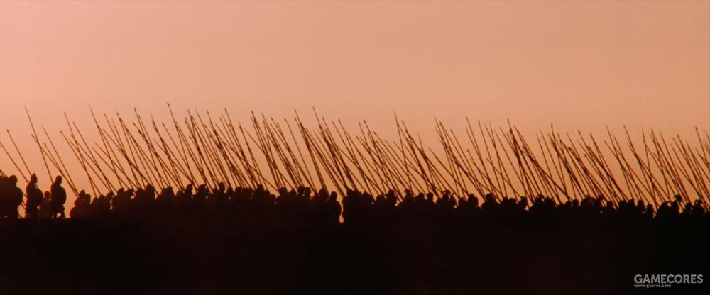 实际上,方阵步兵在行军时会把长枪拆成两半,背在背上。而不是直接扛着走
