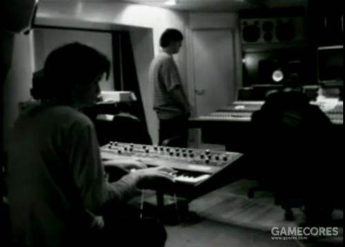 一张截图:来自纪录片 Meeting People is Easy,Jonny 在 Man of War 录音期间使用 Prophet 5。