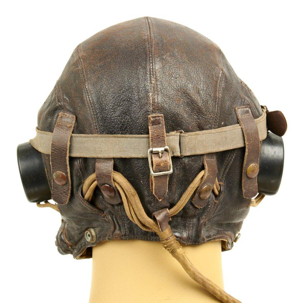 头盔背面细节,可以对比下之前那张飞行员用手枪射击的图片