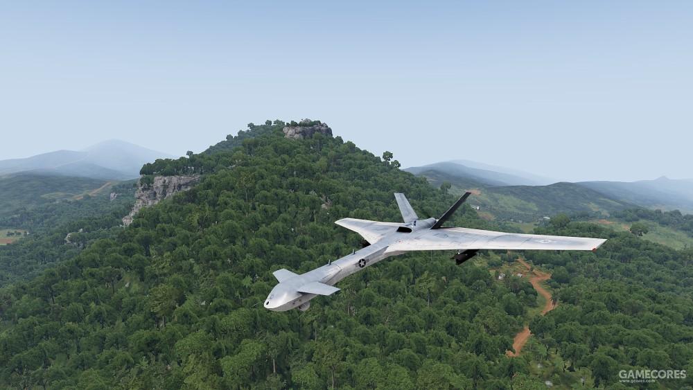 飞行在丛林上空的MQ-4A