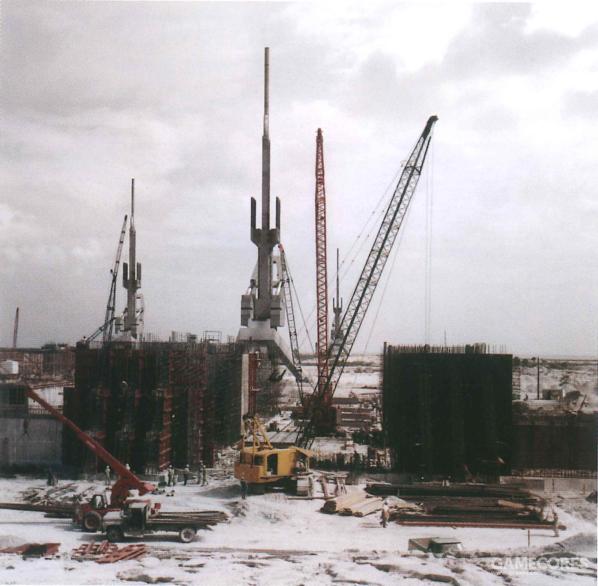 摄于1998年6月,巨石阵设施集合了全球的顶尖工程队伍,工程在有条不紊地开展中