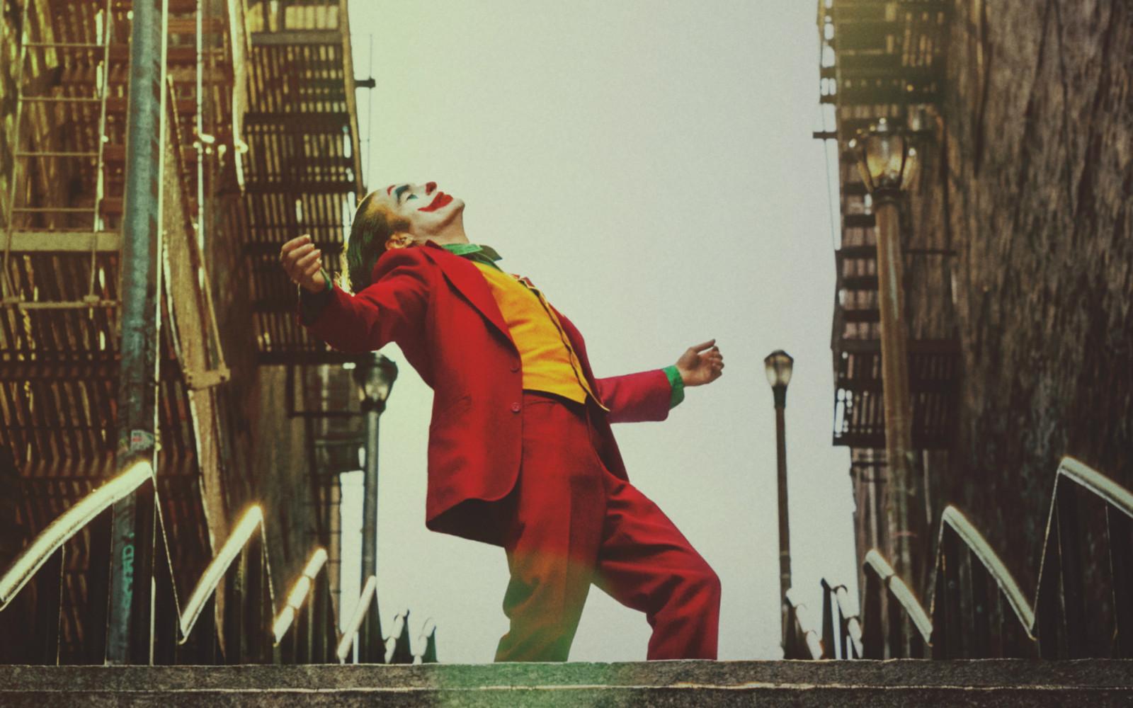 托德·菲利普斯执导、华金·菲尼克斯主演电影《小丑》获得威尼斯电影节最佳影片金狮奖