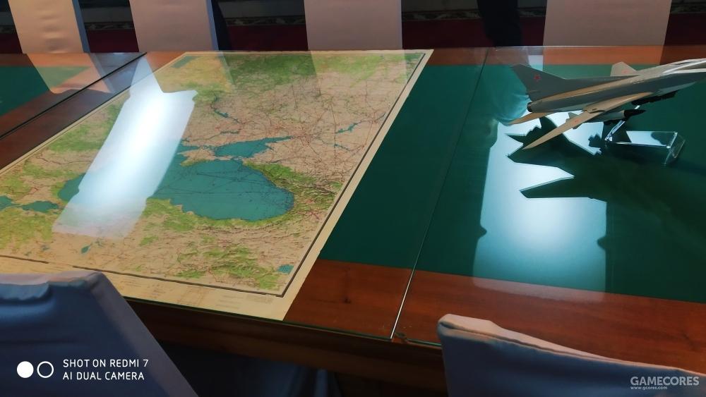 会议桌、地图