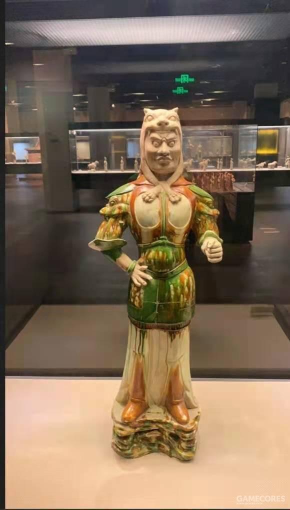 三彩武士俑 西安博物院藏  网络图片