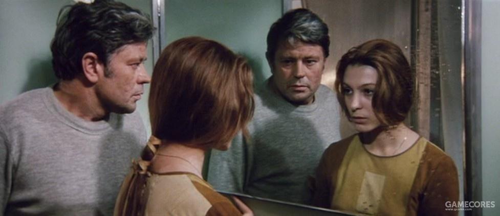 调查员和具象化的亡妻在镜子前。随着剧情推进,真实对调查员来说慢慢不重要了。。