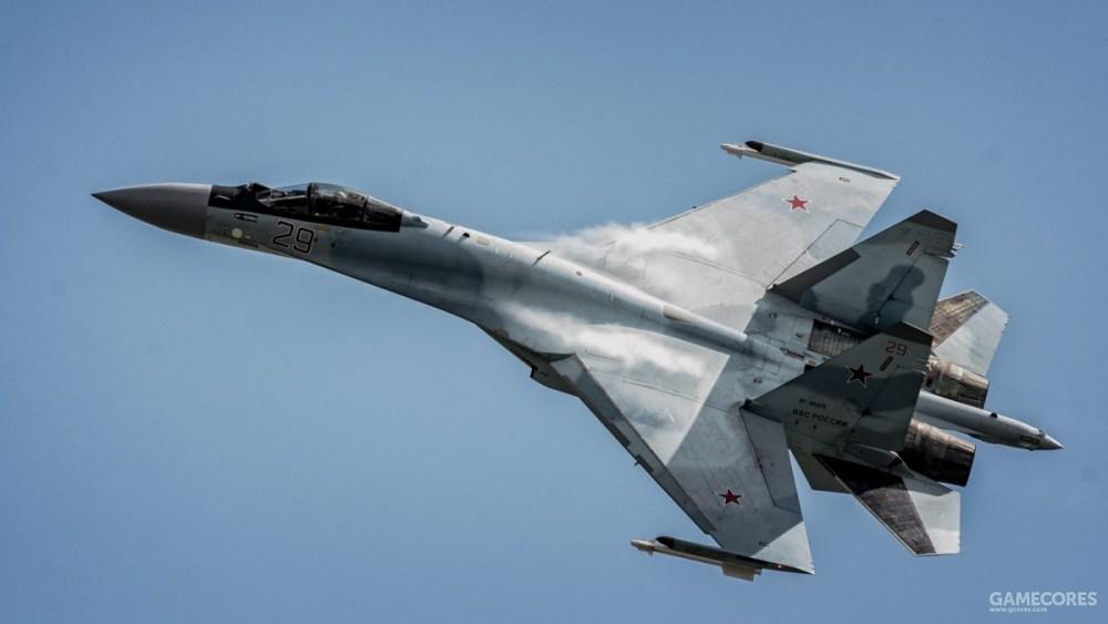 飞行中的苏-35