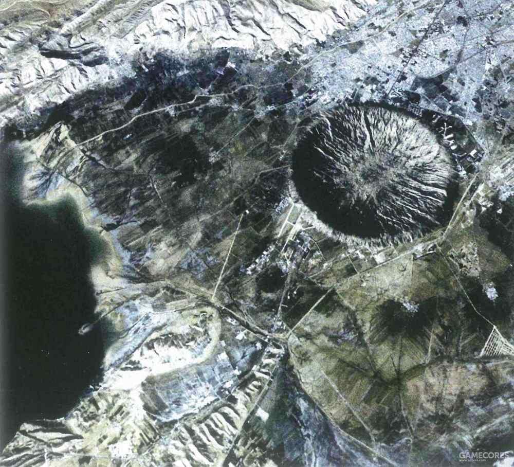 位于原Saint Ark空军基地的无名陨石坑,这是尤利西斯袭击城市地区的最具破坏力的碎片之一,摧毁了位于郊区的Saint Ark空军基地,留下一个直径近5公里的陨石坑。