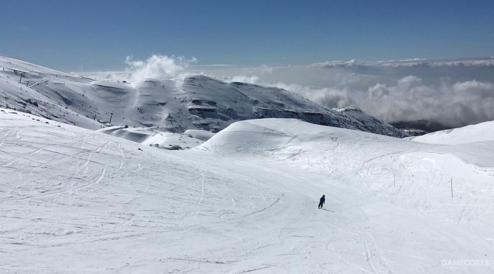 冬天的赫尔蒙山已经是万里雪飘,这里不仅是一个不错的雪场,IDF特种登山队也部署在这里