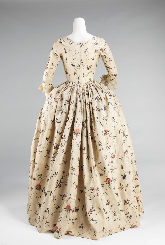 Robe à l'Anglaise, 1785–95 (MET) 分开两片布料制作成上身和下身、结合处呈V型是英式礼服的特色之一