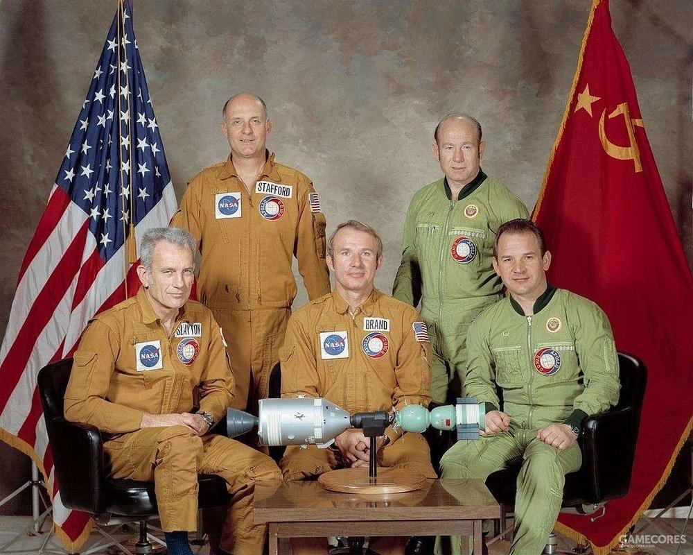 两国宇航员的合影