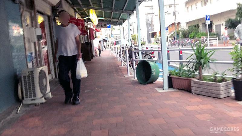 在寿町也有许多小酒馆,大白天,里面就传出推杯换盏的声音