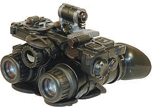 AN/PSQ-36,是不是很像《细胞分裂》系列游戏主角萨姆·费舍尔的标志性的三眼夜视仪?