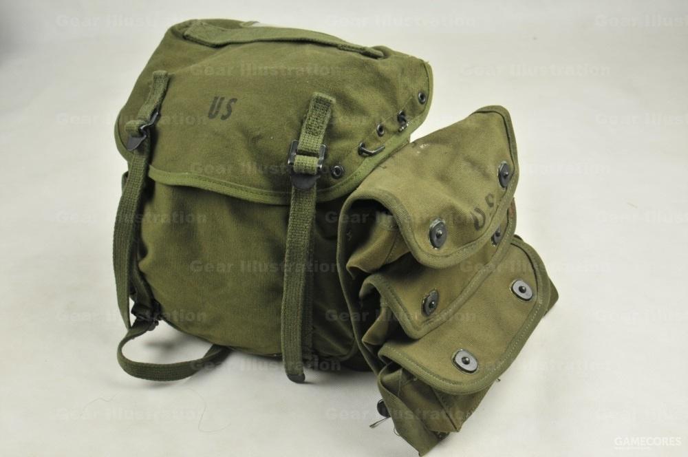 改进型的M-1961屁股包,盖子上挂了一个陆战队的三兜手雷包