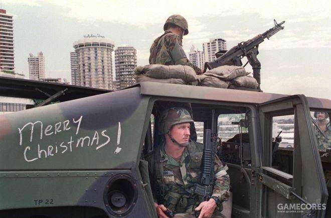 """1989年圣诞节过后不久,正在实施""""音乐攻势""""的两名陆军士兵"""