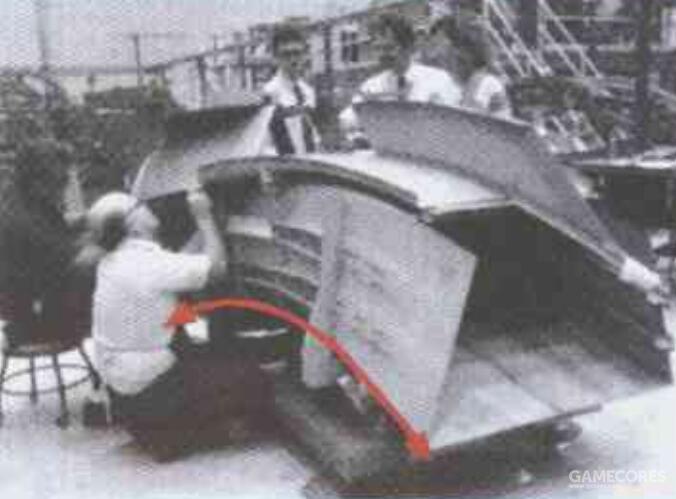 然而A-12的进气道设计实际上进行了周到的设计,进气道弯曲程度几乎达到90度。配合吸波材料能够有效避免雷达波直接照射发动机叶片形成巨大反射信号。