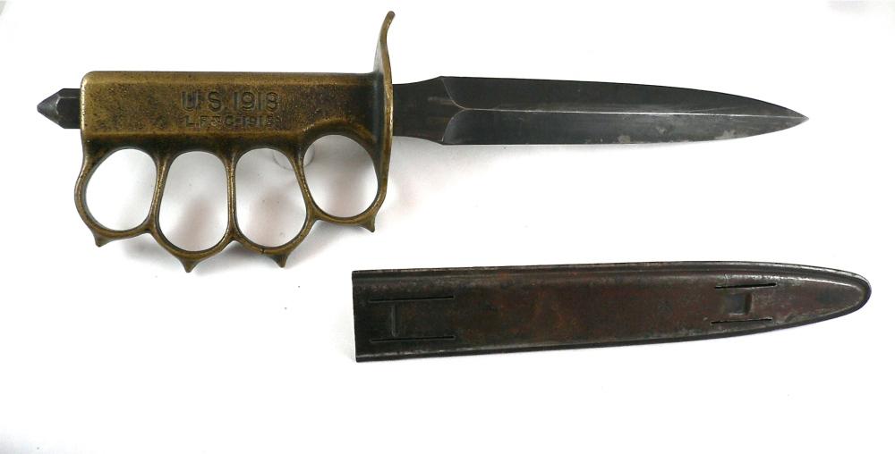 M1918式战壕刀,是M1917的后继者,虽然因为出来太晚没赶上一战,但是在二战期间作为伞兵刀使用表现不俗