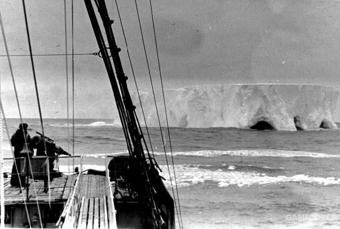 从捕鲸船上看南极的冰山