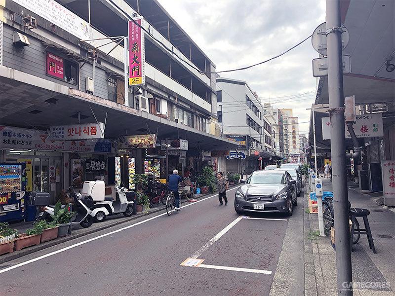 在野毛本大街上坐落了无数韩式、中式、西式、日式的饮食店和泡泡浴经营店
