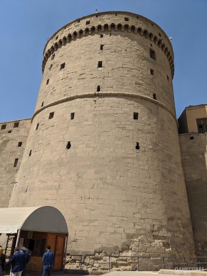 入口处的塔楼