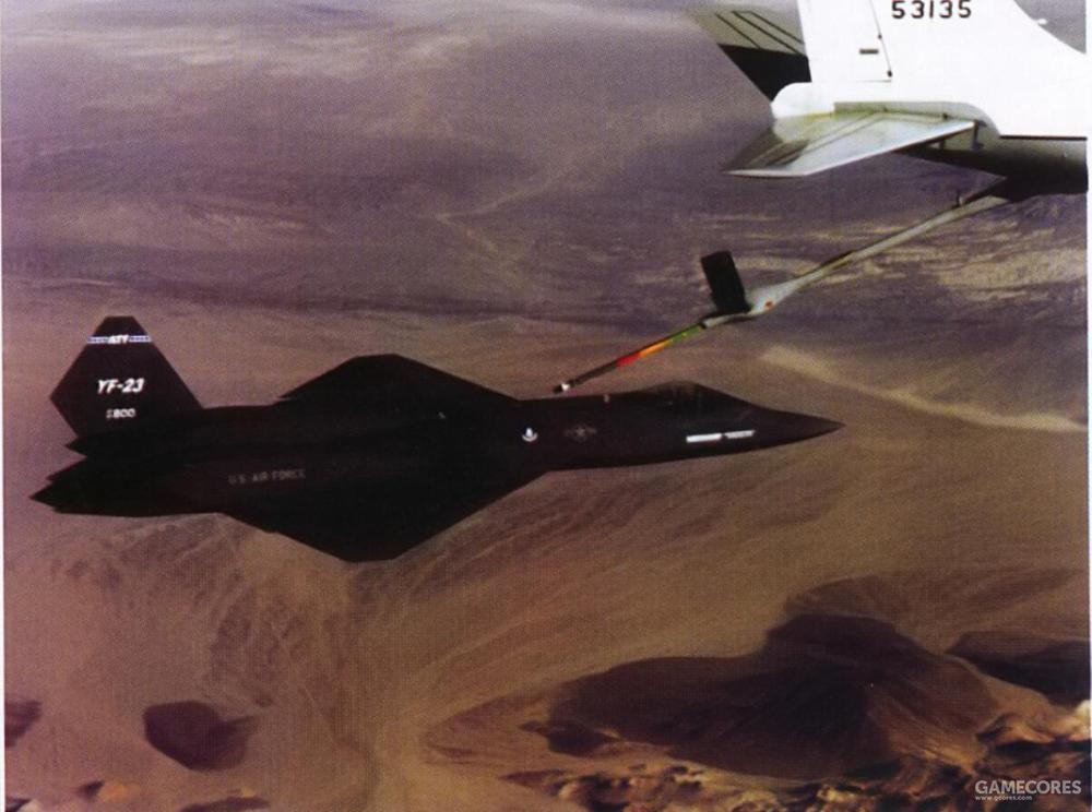 1990年9月14日的第4次试飞中,YF-23 PAV-1进行了首次空中加油试验。一架KC-135负责为YF-23 PAV-1进行空中加油。和其他采用硬管加油系统的战斗机一样,受油口位于驾驶舱后的背部。