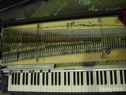 发表在 Plank 博客上的这台电钢的内部图片。