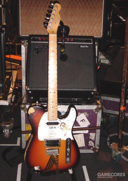 """一张照片:Jonny 的 Telecaster Plus,他的 Fender Eighty-Five,以及他的 Vox AC30的下半部分。你可以看到他不用的 """"OVER DRIVE"""" 频道的设定都是零。这张照片原由 Plank 于2006年5月19日,Radiohead 巡演期间拍摄。[1]"""