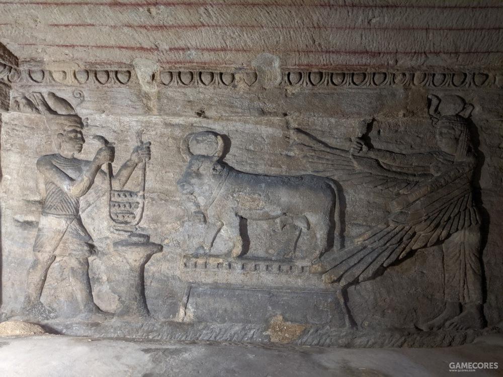 另一处浮雕,左侧或许是法老或人间帝王,右侧是伊西斯,中间的牛是法老之母哈索尔的化身