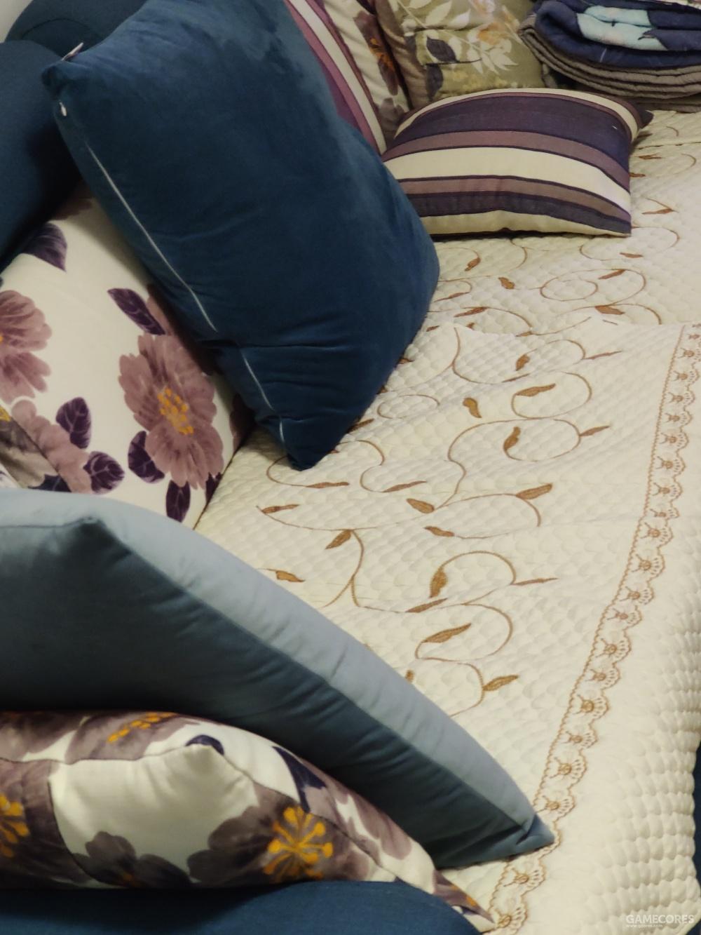 蘑菇派曾奋笔疾书的沙发