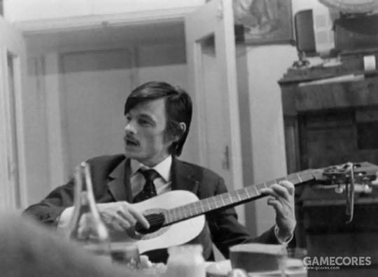 上世纪七十年代一张十分珍贵的照片,塔可夫斯基的吉他弹唱