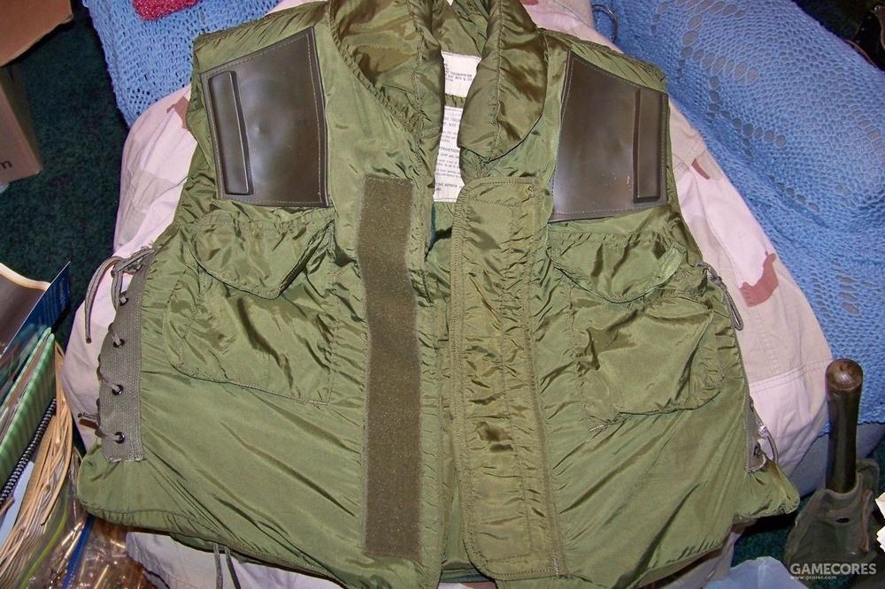 英国进口并且改造了抵肩防滑垫的M69护甲,照片来自EBAY卖家