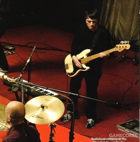 2008年 In Rainbwos From The Basement 节目中的一张照片的 Colin 一角,他用一台 Akai Headrush E2来代替了他的旧 E1。