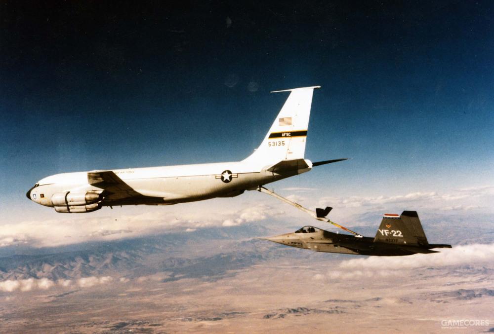 1990年10月26日,10月26日进行了首次空中加油能力验证。一架KC-135负责为YF-22 PAV-1进行空中加油测试。