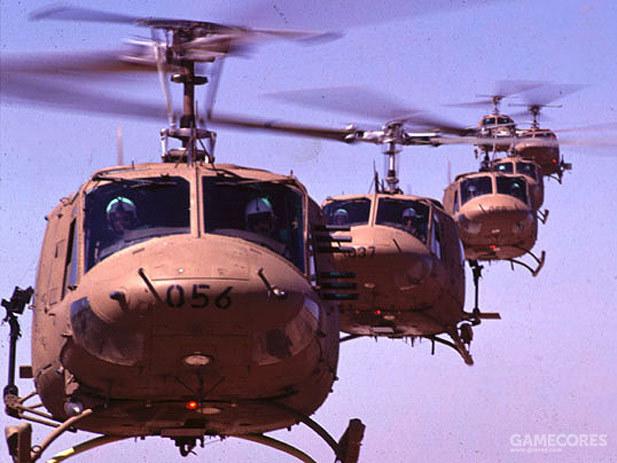 以色列空军的贝尔212正在编队飞行