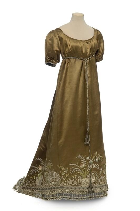 Robe, 1810 (Les Arts Décoratifs)
