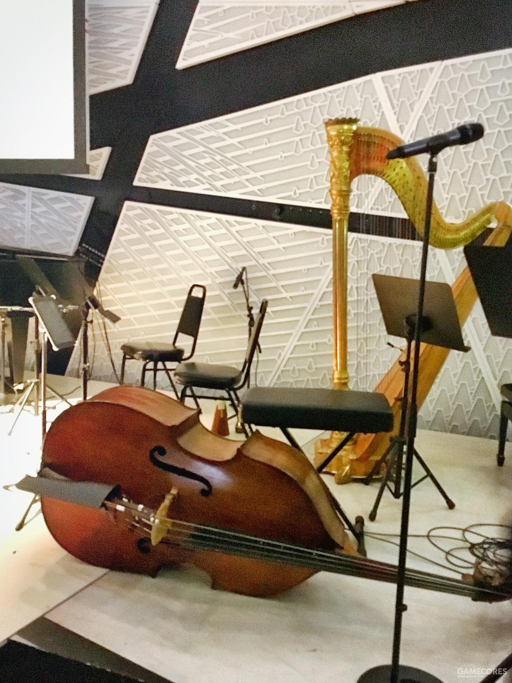 低音提琴与竖琴