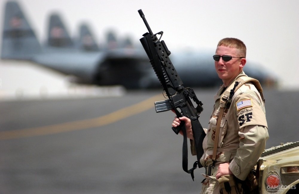身穿沙色ALICE装具的空军安保人员