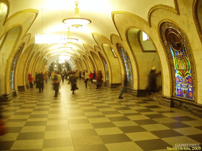 Новослободская站,彩色玻璃的主题风格