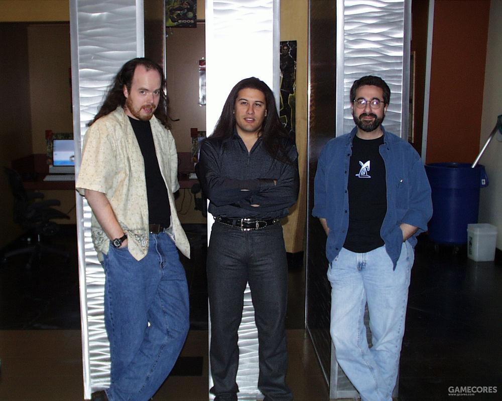 Tom Hall,John Romero和Warren Spector在离子风暴公司内部合影