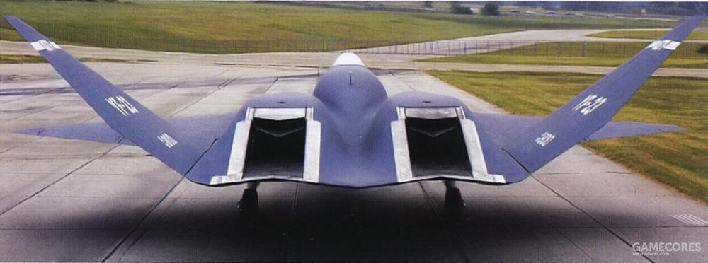 YF-23的发动机排气系统类似B-2的设计,发动机喷嘴位于机尾上方,喷嘴离机尾末端还有一段固定式排气槽。