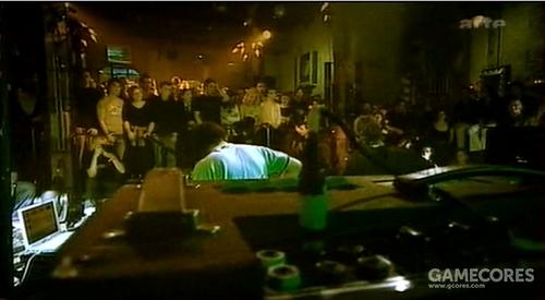 """一张图片:Radiohead 在 Le Reservoir 的演出中用的90年代 AC30TB。Jonny 只用""""Normal""""频道。"""