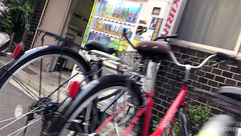 按法律规定自动贩卖机上购买酒精饮料是需要身份ID进行年龄认证的,但是有日本Youtuber去做过实验这里的贩卖机不需要这一步即可购买
